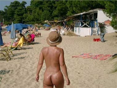 banana beach skiathos Mature Latina with huge boobs and long black permed hair.JPG